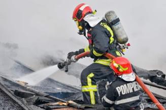 Pompierii români, trimiși să oprească iadul din Grecia. Este o premieră pentru ţara noastră