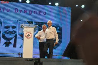 Ponta: Exact ca in Narcos, de fiecare data cand se apropie politia de el, Dragnea da pe cate unul din camarazi