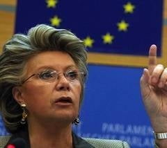 Ponta: Viviane Reding habar nu are de situatia din Romania, este in campanie pentru PDL
