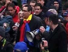 Ponta, cu tricolorul la gat si Vanghelie alaturi, conduce manifestantii catre Parlament (Video)