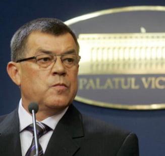 """Ponta, in Guvern: """"Stroe a plecat la JAI"""". Dupa 10 minute, Stroe a intrat in sala"""