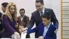 Ponta, la vot alaturi de sotia Daciana, in violet: Si-au facut sincron cruce (Video)