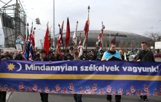 """Ponta, primit cu proteste la Budapesta: """"Ponta, esti doar invidios ca nu esti secui"""""""