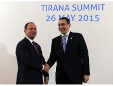 Ponta, schiopatand usor, catre presedintele Albaniei: Cer scuze, dar am jucat baschet si... (Video)