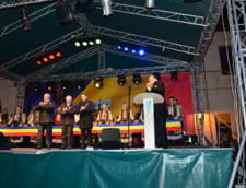 Ponta a aprins luminile de Sarbatori la Targu Jiu, in aplauze si huiduieli - cum a reactionat