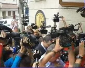 Ponta a venit din nou la DNA: I s-a cerut demisia. Premierul zice ca statul ii e dator