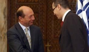 Ponta ii cere in scris lui Basescu retragerea decoratiei lui Tokes (Video)