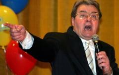 """Ponta s-a aliat cu omul care il numea """"maimutoi"""" si """"patachina"""""""