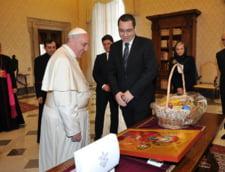 Ponta s-a intalnit cu Papa Francisc: I-a daruit un tricou semnat de Hagi si o icoana trimisa de Patriarhie