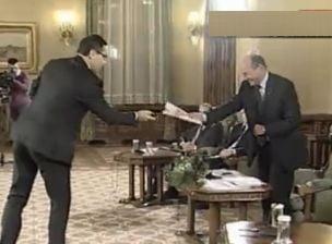 Ponta vrea vot secret la suspendarea lui Basescu, sa voteze si Puterea