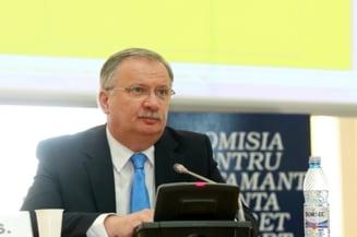 Pop schimba Consiliul de Etica, organism care ancheta plagiatul lui Mang