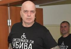 Populistul care castiga alegerile in Bulgaria pe modelul AUR: un cantaret chel de 2 metri, vedeta TV. Desi indreptatit sa conduca guvernul, refuza postul de prim-ministru