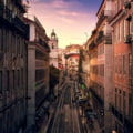 Portugalia a reimpus interdictia de circulatie pe timpul noptii in 45 de orase, inclusiv in Lisabona si Porto