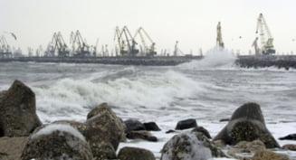 Porturile de la Marea Neagra sunt inchise din cauza vantului puternic