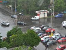 Potop in Bucuresti: A plouat in 13 ore cat toata luna