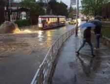 Potop la Iasi: Cartiere intregi inundate, apa de jumatate de metru (Foto&video)
