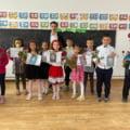 """Povestea celui mai tânăr învățător din România. """"Masca mă ajută să par mai matur"""""""