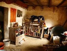 Povestea cutremuratoare a unui chinez care si-a petrecut toata viata intr-o cusca