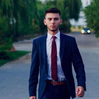 Povestea elevului olimpic care a creat o piata online pentru toata Romania: De 10 ani face IT si nu are in plan sa plece din tara