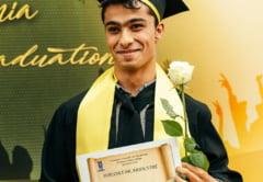 Povestea emoționantă a lui Napoleon Dolar, tânărul de etnie romă aflat la a doua facultate. Vrea să devină profesor de istorie