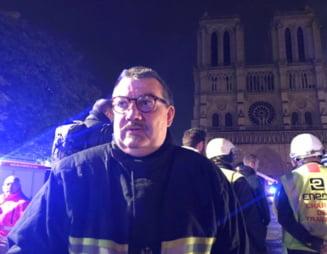 Povestea preotului-erou de la Bataclan, care acum a scos coroana de spini a Mantuitorului din incendiul de la Notre-Dame