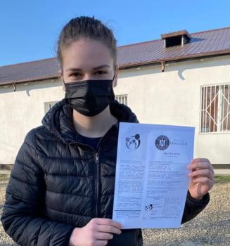 """Povestea tinerei care a parcurs 1.624 de kilometri pentru a se vaccina: """"Am aproape 18 ani si cred in stiinta"""""""