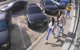 Povestea tinerelor care au restituit o borseta cu 13.000 de euro, dupa ce politistii au facut publice imaginile cu ele luand banii