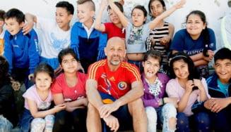 Povestea ursului brun nominalizat la Nobelul copiilor: Cum creezi rutine de excelenta printre drogati muribunzi din Ferentari - Interviu