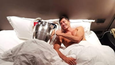 Poza anului: Lewandowski a dormit cu trofeul Champions League in pat