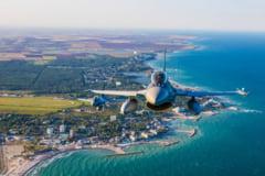 Poza care face cat o mie de cuvinte O parte a litoralului romanesc fotografiata dintr-un avion militar