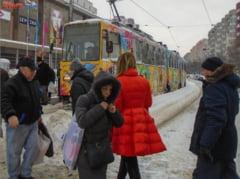 Prapadul lasat in urma de primul viscol din 2020: Ce drumuri mai sunt inchise si unde nu merg nici vineri copiii la scoala (Foto&Video)