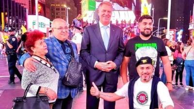 Președintele Klaus Iohannis a făcut poze cu manelistul Sorinel Puștiu la New York. Imaginile au devenit virale pe Facebook