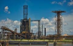Prețul petrolului, în cădere liberă. Reacția pieței mondiale în urma creșterii cazurilor COVID-19