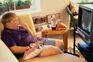 Prea mult stat la televizor poate fi fatal