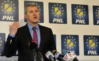 Predoiu: Fugarul de justitie Ponta isi bate joc de functia de premier si de Romania. Guvernul e paralizat