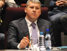 Predoiu il acuza pe Ponta: A primit mita pentru memorandumul cu KazMunaiGaz, semnat in Dubai?