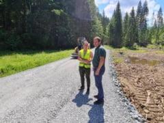 Pregatiri pentru asfaltare pe Valea Mariilor! Incep lucrarile pe drumul comunal Cobasel-Valea Blaznei! Proiecte majore in comuna Sant!