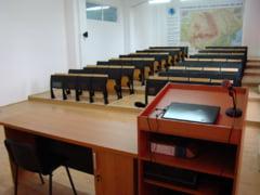 Premiera in Romania: Studenti scanati cu detectoare de metal de teama unor atentate (Video)