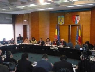 Premiera in administratie: Sefii CJ Botosani isi dau in judecata angajatii