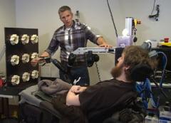 Premiera medicala: Un implant in creier a ajutat un pacient paralizat sa simta din nou