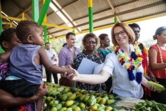 Premierul Australiei croseteaza un cangur pentru bebelusul lui Kate