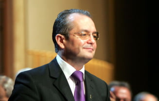 Premierul Emil Boc, decorat de catre mitropolitul IPS Andrei