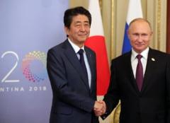 Premierul Japoniei incearca sa obtina un tratat de pace cu Rusia dupa 70 de ani