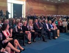 Premierul Ponta, mesaj de 8 martie pentru mama si Traian Basescu