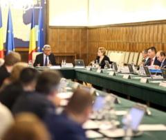 Premierul Tudose i-a convocat la Palatul Victoria pe ministri pentru discutii despre rectificarea bugetara