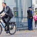 Premierul olandez Mark Rutte, filat de traficanţi de droguri. Dezvăluirea apărută într-un important cotidian național