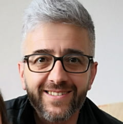 "Preot din Cluj atacat salbatic in mediul online fiindca a pledat pentru vaccinarea anti COVID: ""In social media, oamenii scot la iveala tot ce inseamna irational in viata lor"""