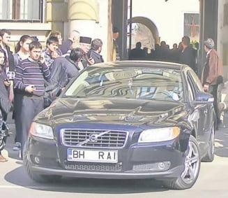"Preotii, in bolizi de lux cu numarul ""Rai"" la Mitropolia Cluj"