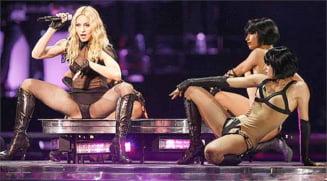 Preotii bulgari cer anularea concertului Madonnei