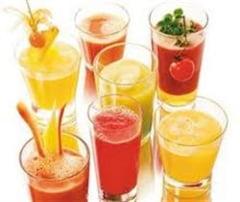 Prepara-ti acasa sucuri naturale din fructe si legume